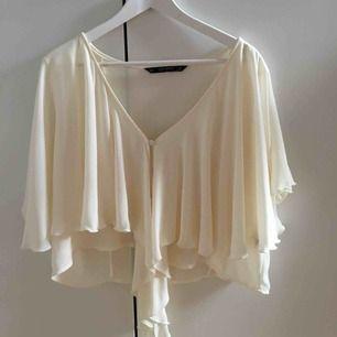 jättefin blus från Zara, säljer pga för stor storlek