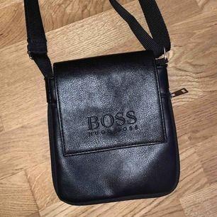 En fin väska som får plats med värdesaker