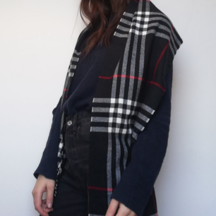 Rutig vintage mönstrad halsduk i Burberry mönster. Frakt 42 kr.