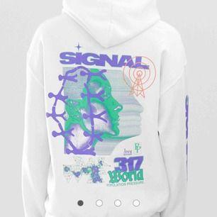 Vit crocked tounges hoodie med tryck🤑🤑 skitfet men jag har har fööör mycket kläder redan :( frakt ingår inte. skitsnygg oversized🥵 köpt för $72 på asos