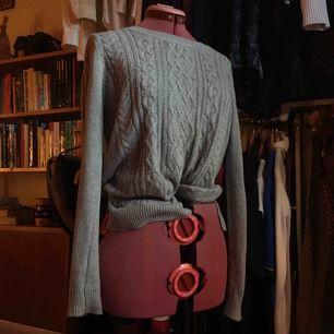 Mycket använd stickad tröja från Lindex som nu ligger längst in i garderoben. Super skön och fin men jag rensar så nu ska den ut❤️