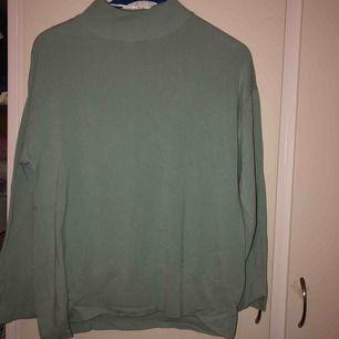 Fin halvpolo i mintgrön/ turkos från Gina. Använd ett få tal gånger. Frakt tillkommer