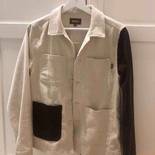En golf jacka/skjorta är stil är xs men jag har s och den passar perfekt på mig!