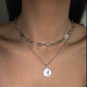 Skit snyggt halsband som är trendigt nu!
