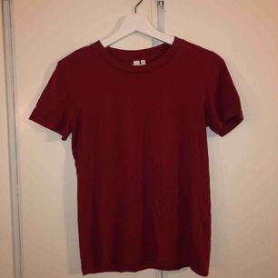 vinröd t-shirt från and other stories