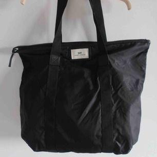 (Inte min bild) denna modellen på väskan säljer jag, nypris 349kr, aldrig använd därav 100% nyskick.