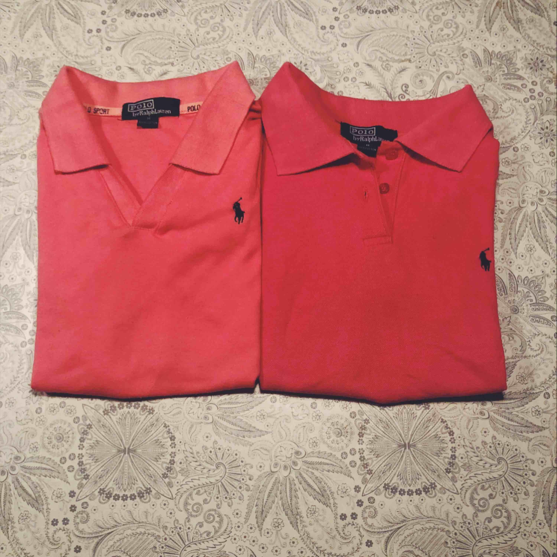 En för 200kr och båda för 350kr exl frakt, nypris cirka 1000 kr/styck. Två stycken nästan identiska Ralph Lauren. Den ena är aningen ljusare och v-ringad medan den andra är v-ringad med knapp.. T-shirts.