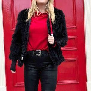 Röd hoodie, köpt i London! Perfekt skick 🌹