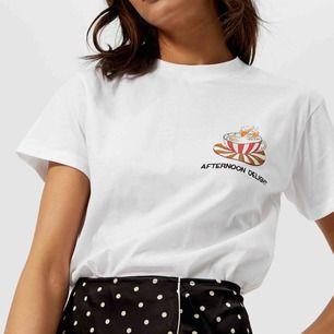T-shirt från Ganni. Avänd 2-3 gånger.