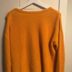Superfin stickad tröja med öppen rygg från NA-KD 🧡 skicka för mer info