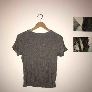 Basic snygg tröja från Brandy Melville, extreeeemt skönt material!!