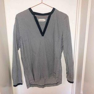 Skjorta från bondelid, köpt för 499 kr, storlek 44 men passar en storlek 40-42 bättre.