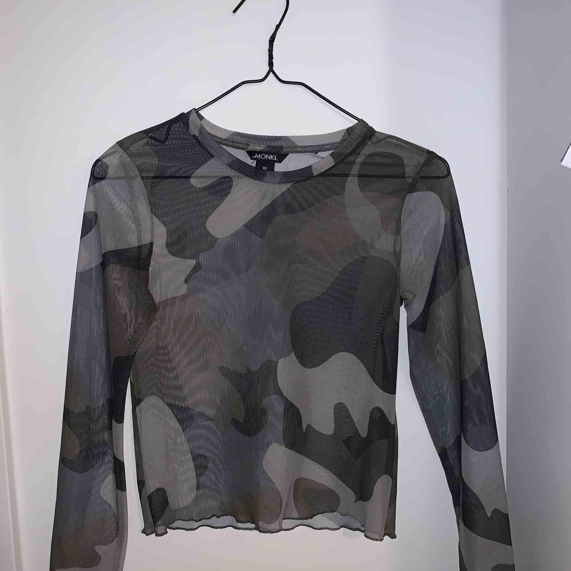 Jätte fin militär mesh tröja som tyvärr inte kommer till användning längre . Skjortor.
