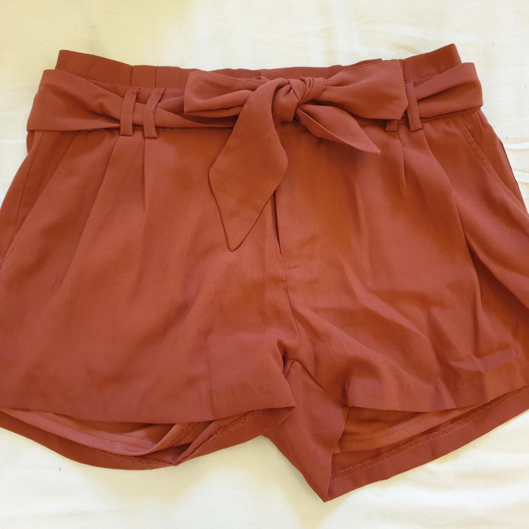 Rostfärgade shorts från Newyorker. Aldrig använda. Frakt tillkommer! . Shorts.