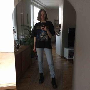 Kimono jeans från monki i storlek 26! Kan mötas upp i sthlm eller frakta!
