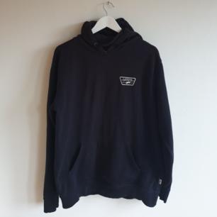 Snygg hoodie från Vans Bra skick utan några skavanker eller fläckar