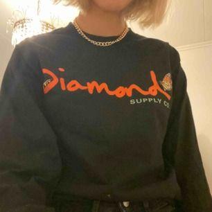 Långärmad t-shirt från Diamond Supply Co.  Säljer då den ej kommer till använding🦋🦋