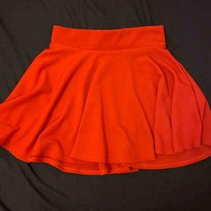 Röd skater kjol från madlady ❤️🚗💄🍓🍷❣️📌 möts gärna upp i sthlm