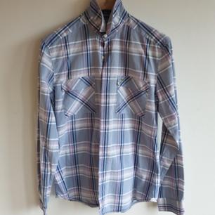 Rutig skjorta från Lacoste Bra skick