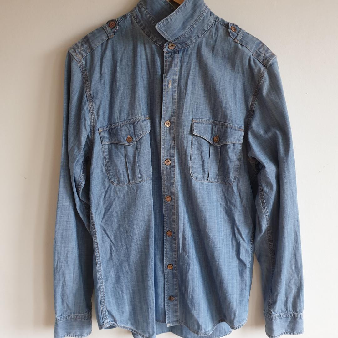 Jeansskjorta från Tommy Hilfiger Bra skick . Skjortor.