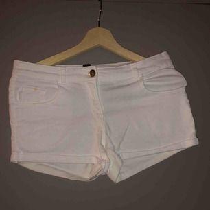 Vita shorts och är inte genomginliga