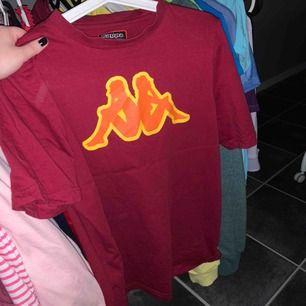 Kappa tshirt , använd max 5 gånger, fint skick. 100kr inkl frakt