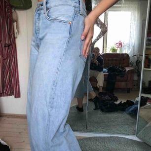 Levis jeans som är jättefina men lite för korta kör mig som är 170🥰