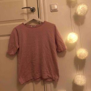 Söt fin-stickad tröja från Kappahl💘 Frakt tillkommer och betalning sker via swish!  Skicka för mer info