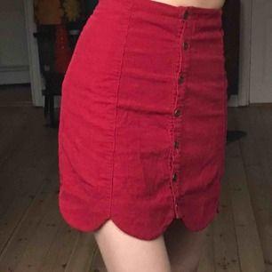 Röd oanvänd kjol ifrån Urban outfitters💕💕 superfint skick💗