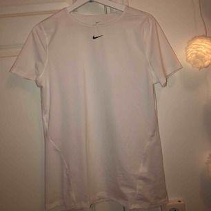 Träningströja från Nike, aldrig använd! 💓 Frakt tillkommer och betalning sker via swish! Skicka för mer info