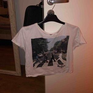 En av mammas gamla Beatles tröjor. Tyvärr vet jag inte vart den kommer från men fin är den!!!💗