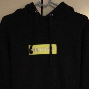 Supreme hoodie, storlek medium  Meetup i Stockholm/Nacka eller köpare står för frakt