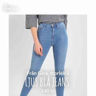 Säljer dessa jeans från Gina Tricot, som både är högmidjade och stretchiga! Dem är i jättefint skick, och i storleken S. Kan göra en outfit från tråkig till cool, men den snygga färgen! 140kr + frakt