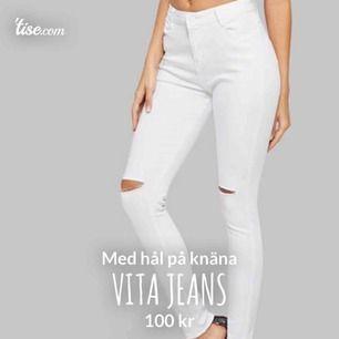 Säljer ett par vita jeans från H&M. Dessa jeansen är sällan använda, så de är i ett väldigt bra skick! Vidare sitter dem väldigt snyggt och tight.  100kr + frakt, storleken är XS.