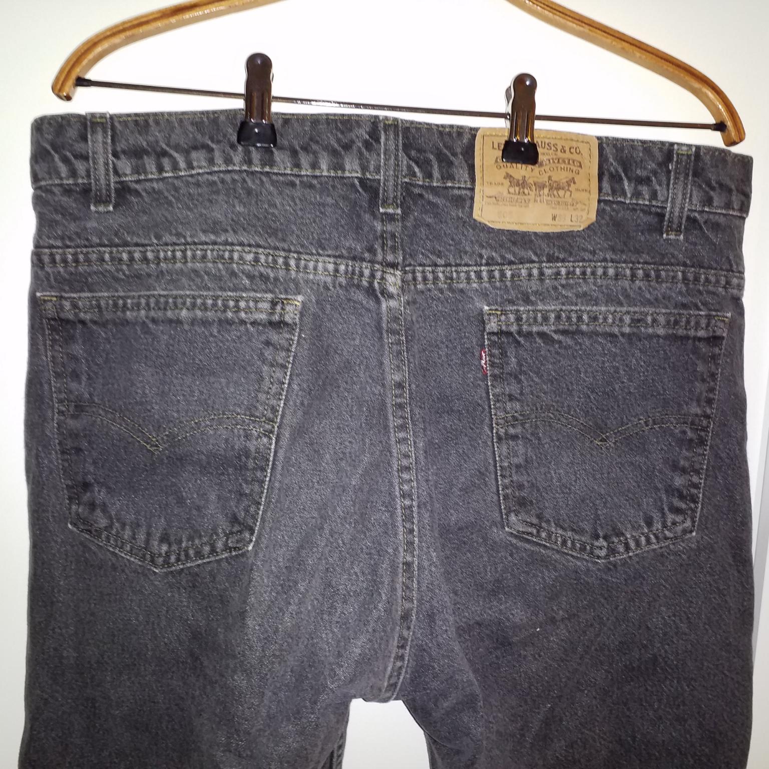 Avklippta gråsvarta levis-shorts. Shorts.