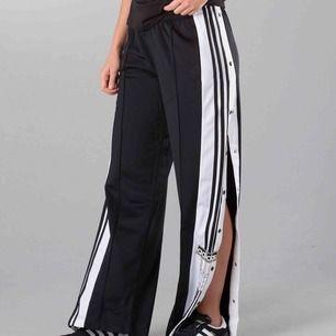 Snygga svarta Adidas byxor!!