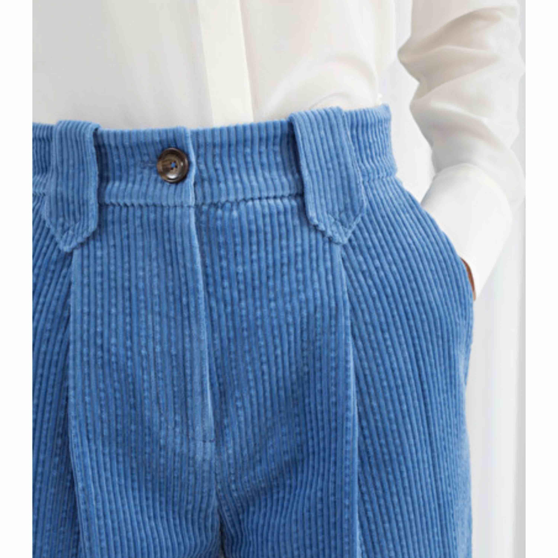 Helt oanvända manchesterbyxor från &Other Stories! Utgångspris 690kr. Jeans & Byxor.
