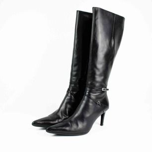 Vintage real leather knee high pointy toe high heels boots in black Label: 40, feels a bit smaller though, like 39-39.5 (note it tried only by a person with size 38 to judge) Free shipping! Ask for the full description! No returns!