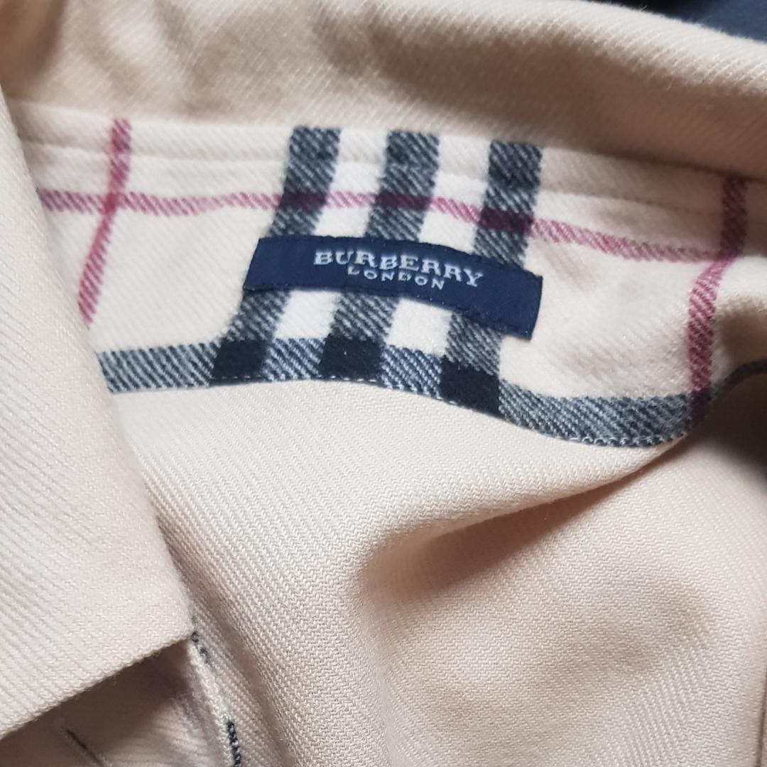 Vintage Burberry wool overshirt. Köpt i vintage butik i London. Använd max 5 gånger p.g.a. för liten för mig (har herrstorlek M). Unisex och passar herrstorlek S / kvinnostorlek M. Skicka meddelande om du har en fråga :). Skjortor.
