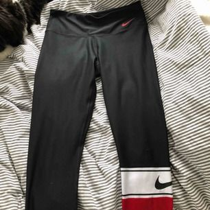 Säljer mina svarta Nike byxor då jag inte använder dom, använt Max 3-4 gånger, super bra skick!😋