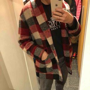 En snygg jacka/kort kappa från Zara! Storlek M