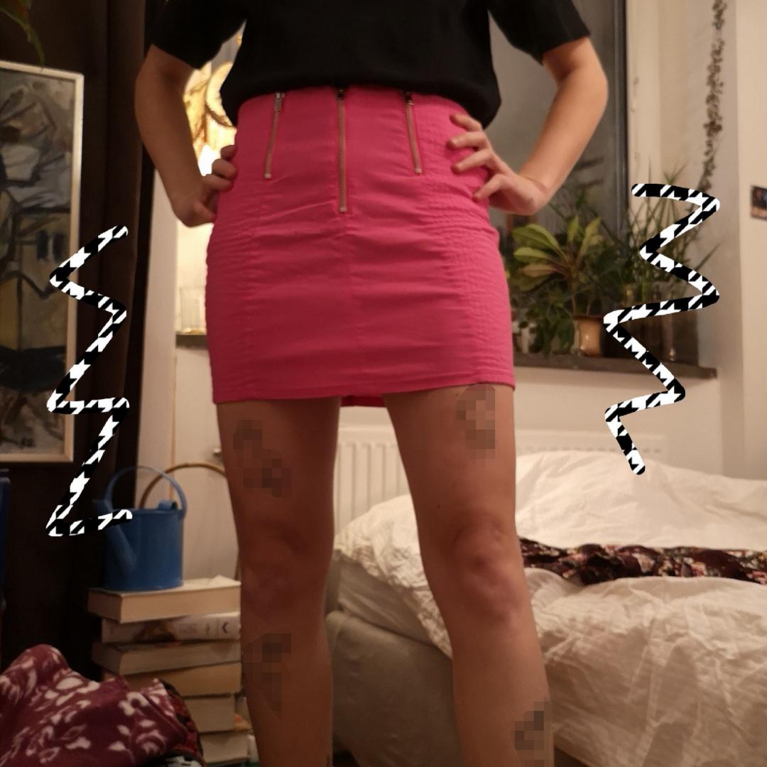 Snygg rosa kjol med dragkedja. Sitter som en smäck. Köparen står för frakt:). Kjolar.