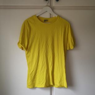 Neongul oanvänd Tshirt! Superfin! Storlek S/M. Frakt 18kr🌼
