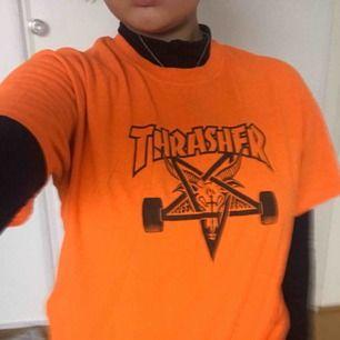En orange thrasher-tshirt!