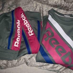 Fint set från Reebok, köpte för 900kr men aldrig använt pågrund av att jag är M/L  400+ frakt  Mjukis byxor och tröja