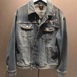 Lee jeansjacka, modell Conifer?! Var en ny testkollektion från Lee för ett par år sen.  Aldrig använd Nypris: 699kr