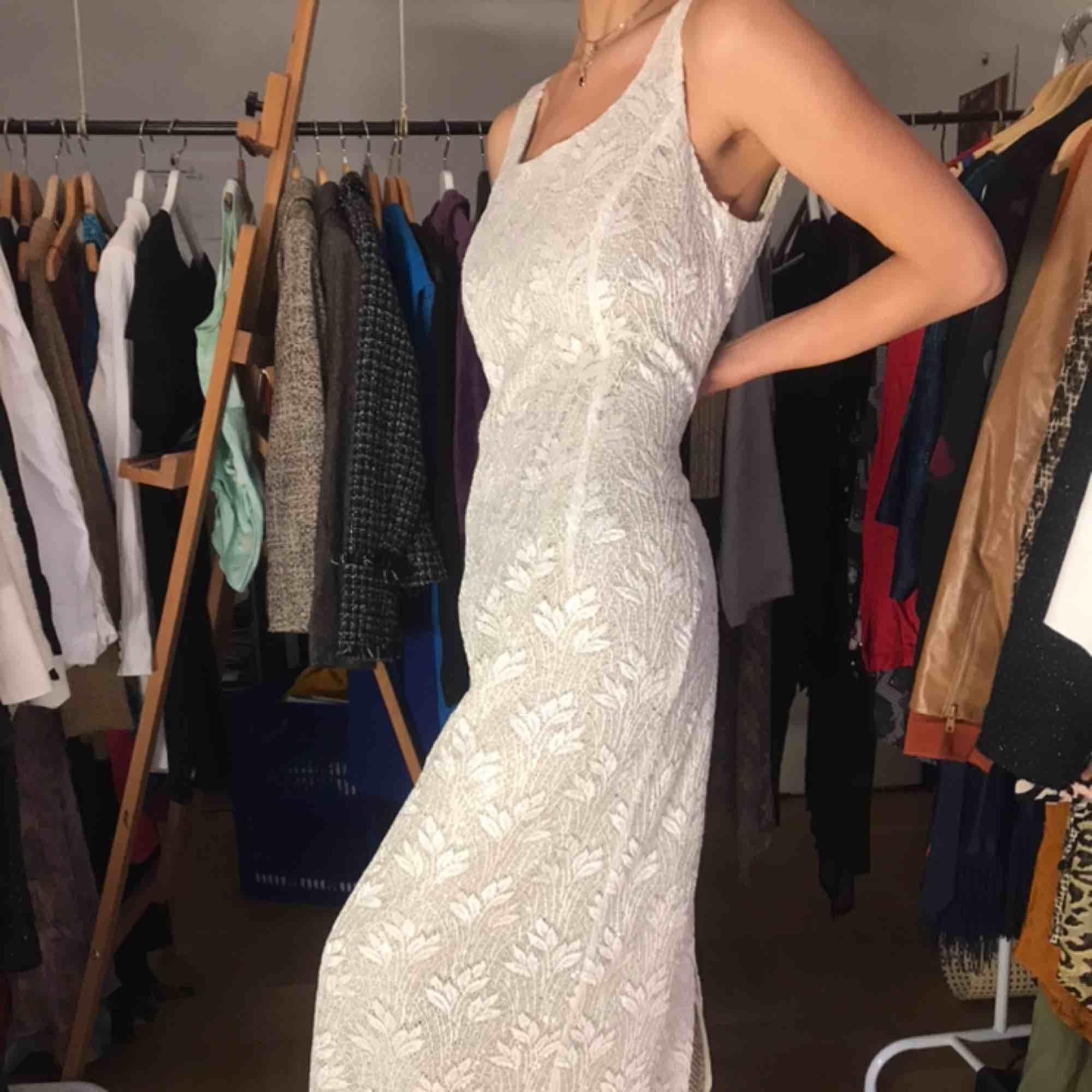 Verkligen en isprinsess-klänning! Bra skick! . Klänningar.