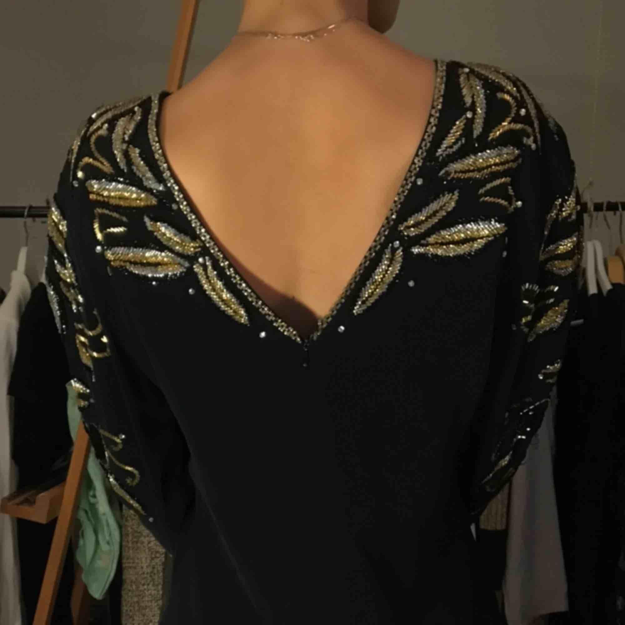 Superduper fin pärlbroderad klänning! . Klänningar.