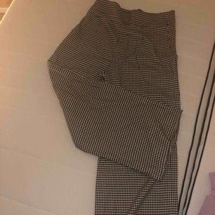 Väldigt fina byxor från zara , knappt använda  de blev för smala för mig