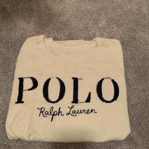 Polo Ralph lauren t-shirt i storlek S (passar XS och M)